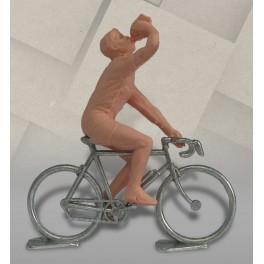 Cycliste dissociable plastique (bidon) + vélo métal, 1/32